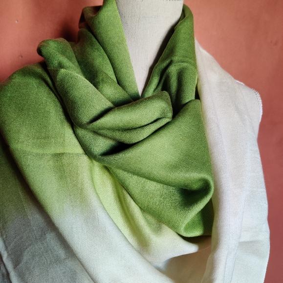 BNWT CASHMERE Luxury FINE Ladies silk /& CASHMERE pashmina shawl scarf